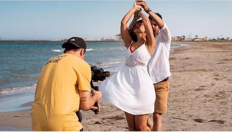 Pedro Alarcón durante la grabación del videoclip de 'Mentiras y azar'. Foto tomada por @raquelbelmu vía Instagram: @pedroalarcon25