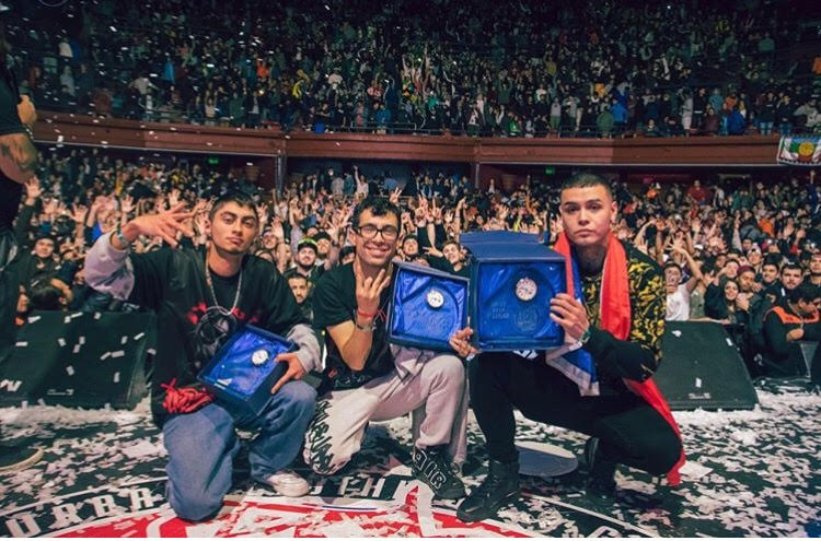 Chile se proclama campeón de la segunda jornada del mundial por equipos God Level. Nitro, Teorema y Kaiser. Vía Instagram: @nitromc_desafio